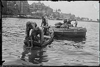Kolupptagning i Saltsjön, utanför Stadsgården, under första världskriget