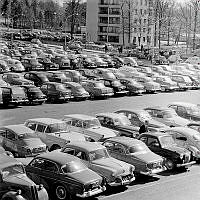 Parkeringsplats i Farsta centrum.
