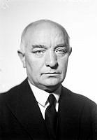 Porträtt av Per Albin Hansson, partiledare för socialdemokraterna 1925-46 samt statsminister 1932-36 och 1936-46.
