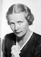 Porträtt av Alva Myrdal, socialdemokratisk politiker och diplomat.