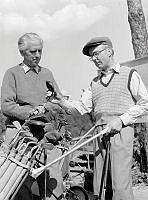 Två golfspelare under Svenska Dagbladets korpgolf i Sticklinge.