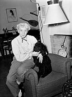 Naima Wifstrand. Sångerskan och skådespelerskan Naima Wifstrand inför hennes 60-årsdag. Här ses hon tillsammans med sin pudel Petter.