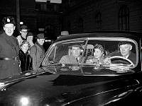 Ingrid Bergman besöker Stockholm tillsammans med sin make Roberto Rossellini.